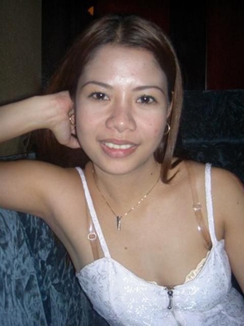 filipina_2004_240